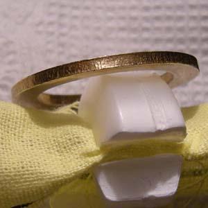 Кольцо от биметаллической монеты, пропустившее чеканку, но попавшее в мешок с готовой продукцией