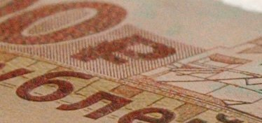 скрытое изображение на металлографской полосе: символ рубля
