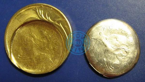 10 рублей 2015 года. Монетный брак пазл. В разобранном виде.