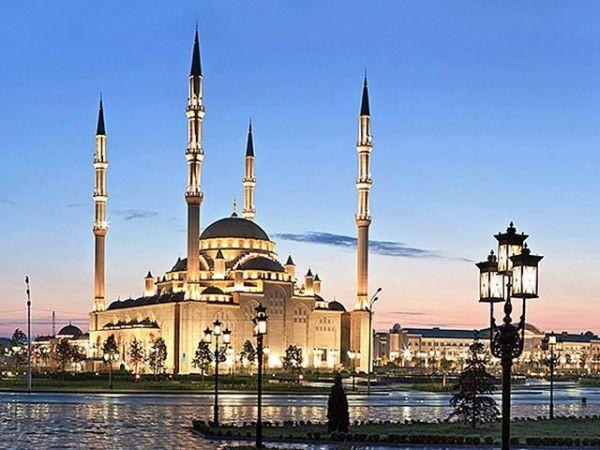 """Пресс-секретарь Кадырова прдложил изобразить на новых купюрах мечеть """"Сердце Чечни"""""""
